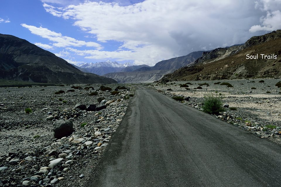 Leh, Road, Leh Bus